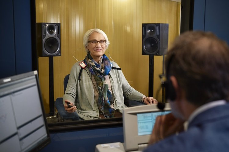 Unitron Image - RS4104_SoundBooth_Grandmother